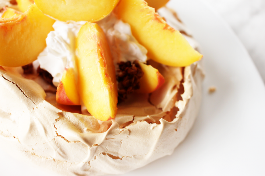 How to Make A Light Delicious Classic Pavlova