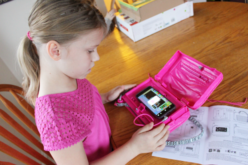 A Smart Pixel Purse With Fun Messages For Tweens! 5